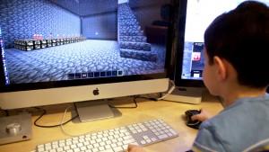kid-playing-minecraft